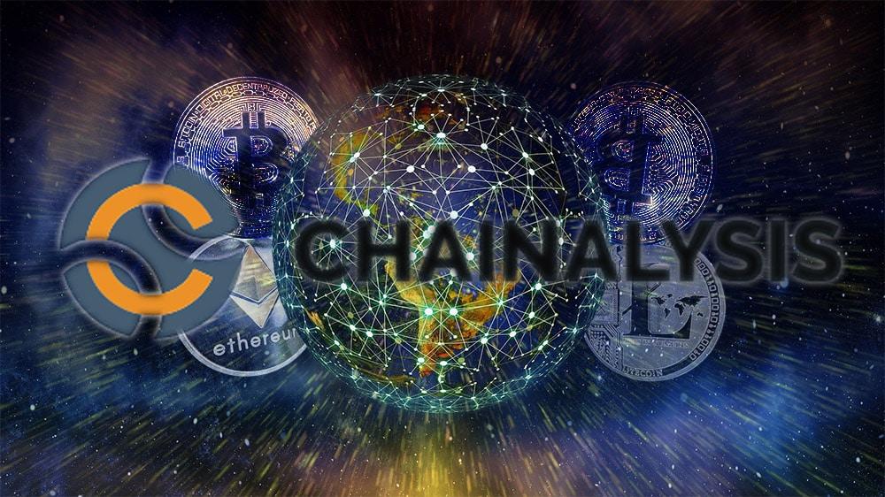 Logo de Chainalysis con criptomonedas y planeta interconectado de fondo. Composición por CriptoNoticias. Chainalysis / bitcoinwiki.org ; WorldSpectrum / Pixabay.com ; Gerd Altmann / Pixabay.com