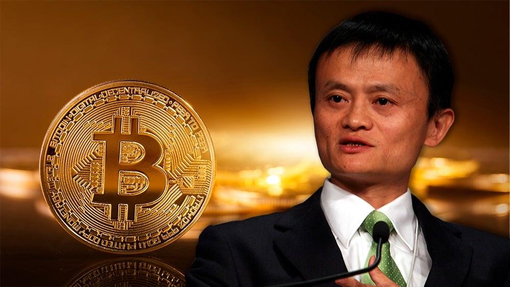 Jack Ma sobre moneda de Bitcoin. Composición por CriptoNoticias. World Economic Forum / wikipedia.org ; ESchweitzer / elements.envato.com