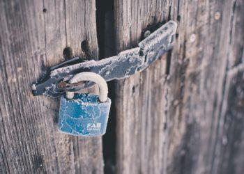Candado en puerta. Fuente: Free-Photos / Pixabay