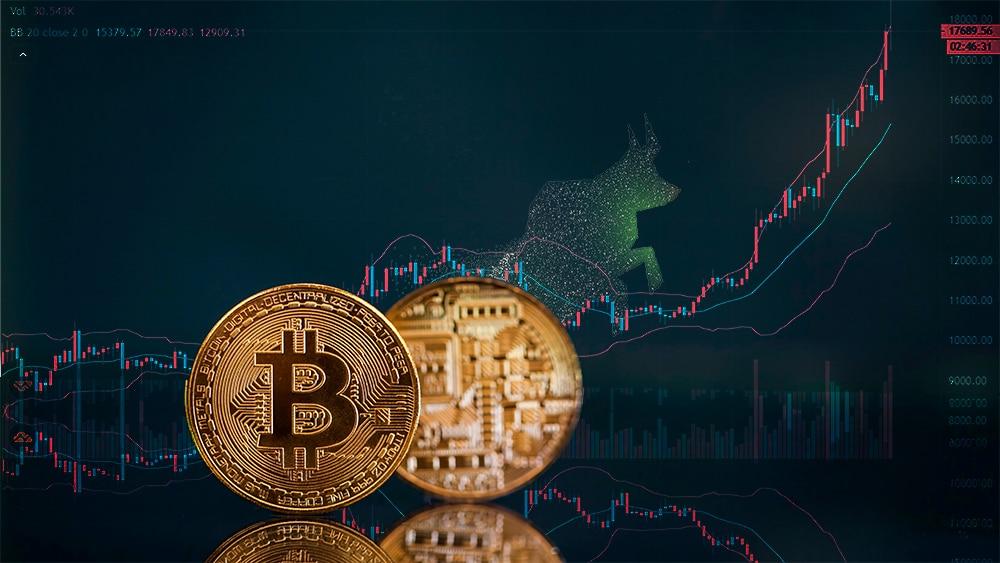 Monedas de Bitcoin frente a gráfico con bandas de bollinger y toro. Composición por CriptoNoticias. starline / Freepik.com; TradngView / Tradingview.com; erika8213 / elements.envato.com.