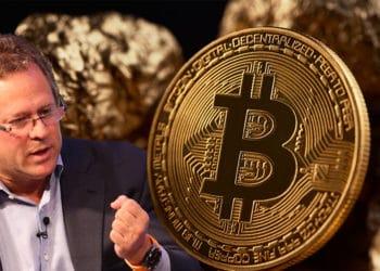 Rick Rieder junto a moneda de Bitcoin con piedras de oro en el fondo. Composición por CriptoNoticias. Rick Rieder / Twitter.com; serhiibobyk / elements.envato.com.