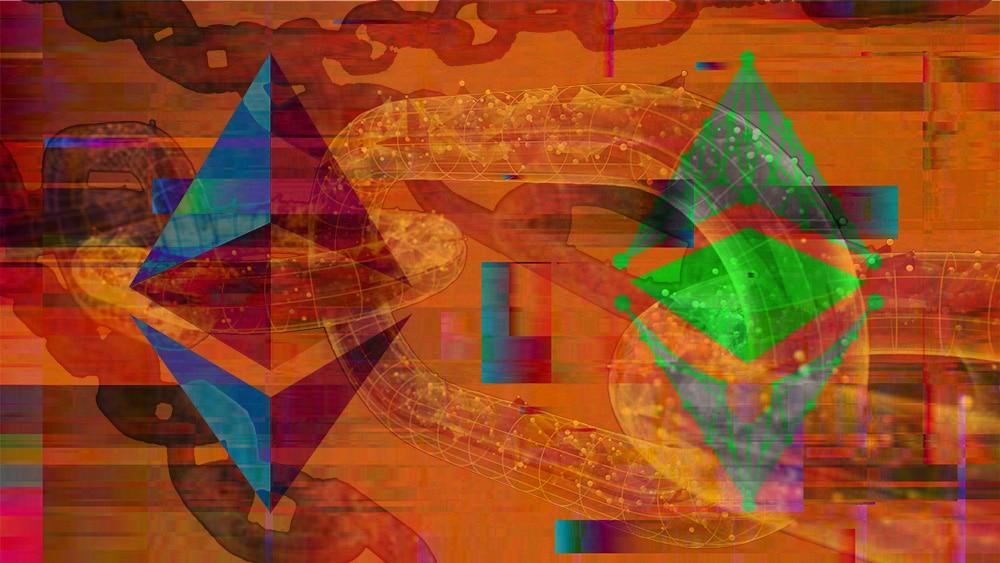 Logos de Ethereum y Ethereum classic sobre blockchain con error. Composición por CriptoNoticias. Ethereum Classic / wikipedia.org; Ethereum / wikimedia.org; iLexx / elements.envato.com; @GarryKillian / Freepík.com.