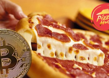 Moneda de Bitcoin frente a pizza con logo de Pizza Hut. Composición por CriptoNoticias. Pizza Hut / wikipedia.org; Pizza Hut Vzla / Facebook.com; macondoso / elements.envato.com.
