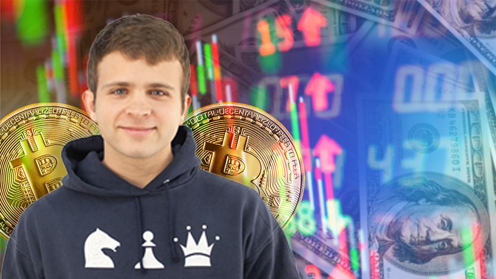 Jack Mallers con monedas de bitcoin a sus espaldas y gráfico bajista con dólares en el fondo. Composición por CriptoNoticias. Messari / messari.io; jcomp / freepik.com; jirkaejc / elements.envato.com.