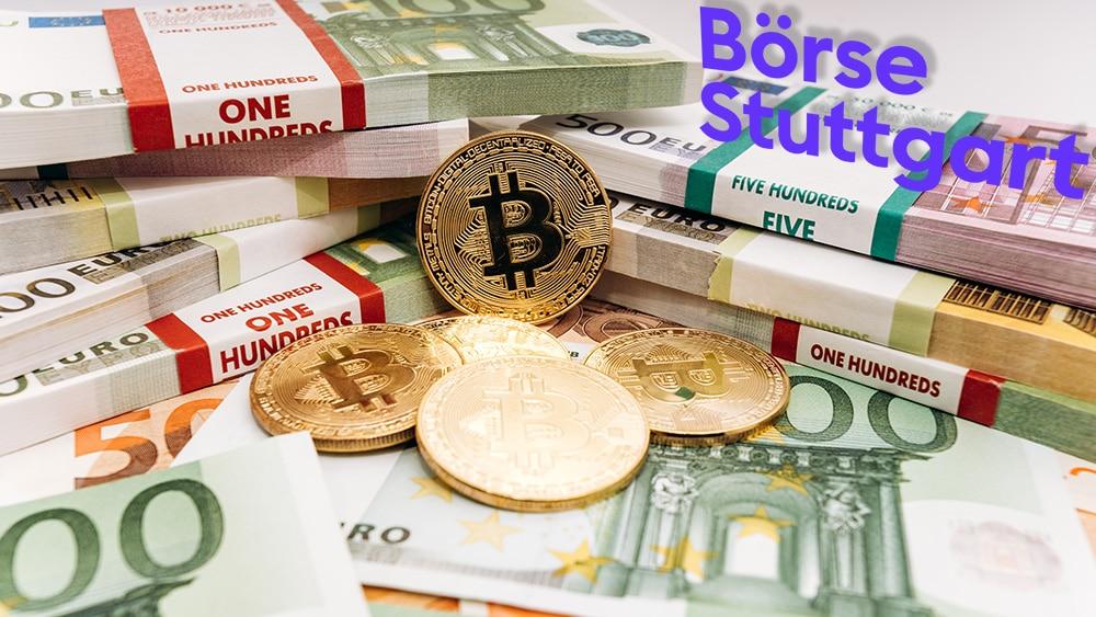 Monedas de Bitcoin frente a pilas de billetes de euro con logo de Börse Stuttgart. Composición por CriptoNoticias, Börse Stuttgart / wikipedia.org; EwaStudio / elements.envato.com