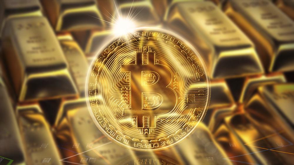 Moneda de Bitcoin resplandeciente con lingotes de oro en el fondo. Composición por CriptoNoticias. kjekol / elements.envato.com; twenty20photos / elements.envato.com.
