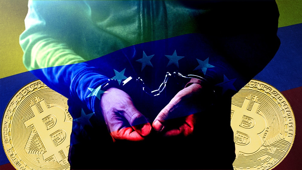 Hacker esposado frente a monedas de bitcoin con bandera de Venezuela de fondo. Composición por CriptoNoticias. jirkaejc / elements.envato.com; Wirestock / Freepik.com; stevanovicigor / elements.envato.com