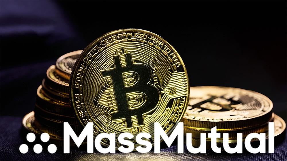 Logo de MassMutual frente a monedas de Bitcoin. Composición por CriptoNoticias. rawf8 / elements.envato.com; Mass Mutual / massmutual.com
