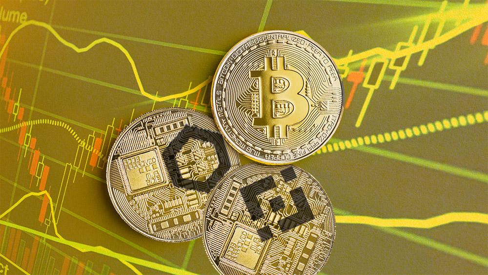 Moneda de Bitcoin sobre monedas de Binance y Chainlink con gráfico alcista en el fondo. Composición por CriptoNoticias. Binance / coinmarketcap.com; twenty20photos / elements.envato.com; Chainlink / coinmarketcap.com; jirkaejc / elements.envato.com.