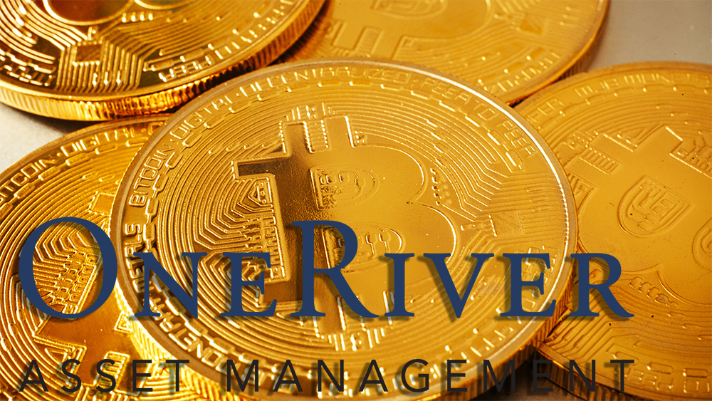 Logo de One River Asset Management sobre monedas de Bitcoin. Composición por CriptoNoticias. One River Asset Mannagement / oneriveram.com; Sonyachny / elements.envato.com.