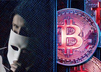 Monedas de Bitcoin en monedero con  hombre cubriendo su rostro con máscara y logo de Samourai Wallet. Composición por CriptoNoticias. Samourai Wallet / github.com; Sammy-Williams / Pixabay.com; photocreo / elements.envato.com
