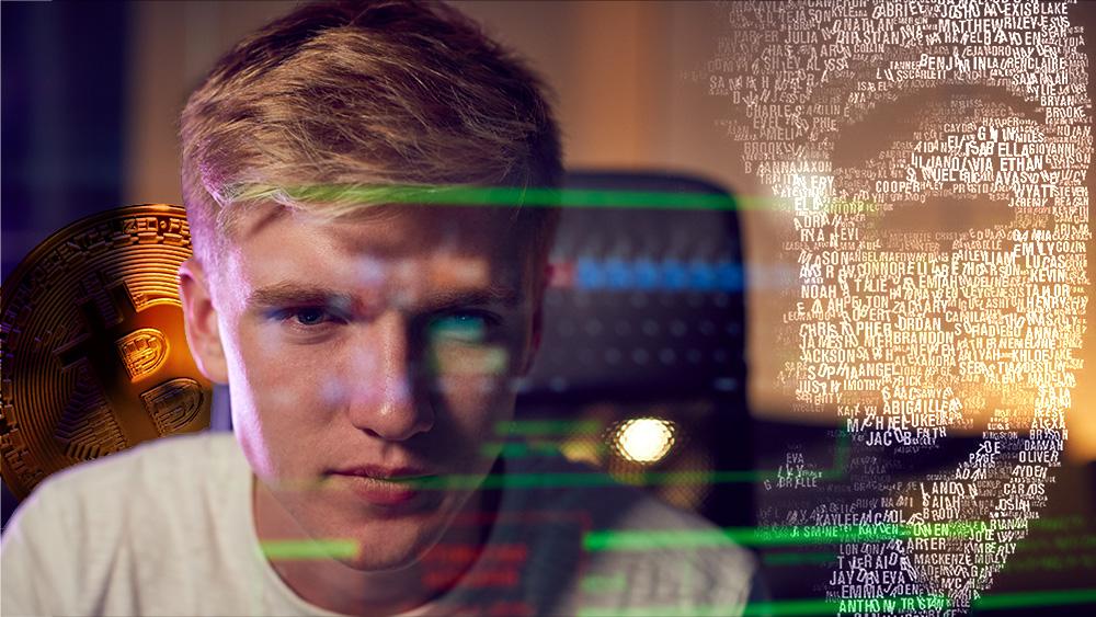 Hombre trabajando en computadora con hacker y moneda de bitcoin en el fondo. Composición por CriptoNoticias. ESchweitzer / elements.envato.com; JavadR  / pixabay.com; monkeybusiness / elements.envato.com.