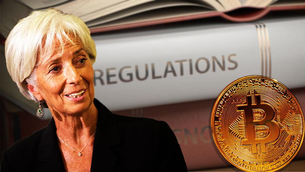 Christine Lagarde junto a moneda de Bitcoin con libros de regulaciones en el fondo. Composición por CriptoNoticias. ESchweitzer / elements.envato.com; Britannica / britannica.com; maxxyustas / elements.envato.com.