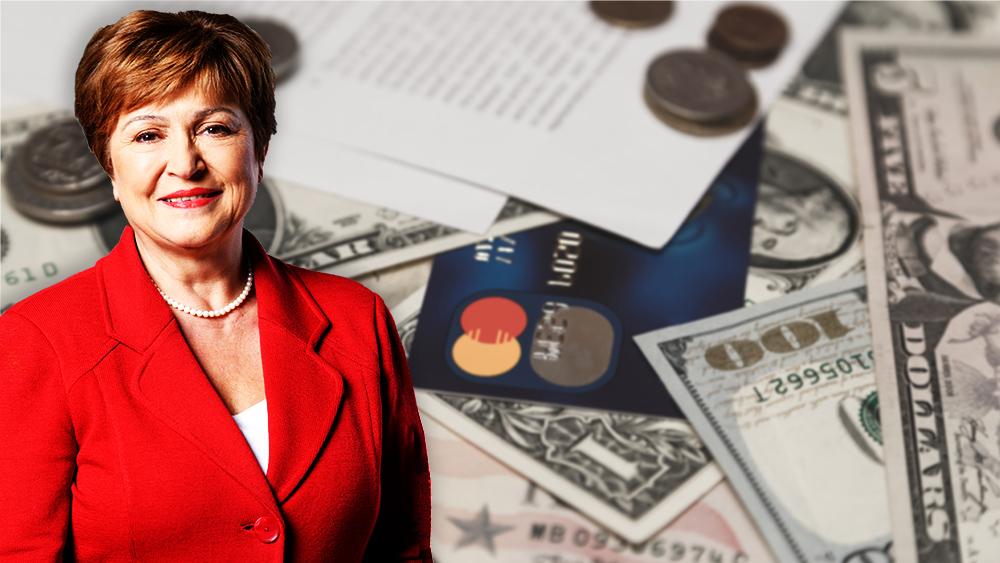 Kristalina Georgieva con billetes de dólar y tarjeta bancaria en el fondo. Composición por CriptoNoticias. World Bank Group / wikipedia.org; Vladdeep / elements.envato.com