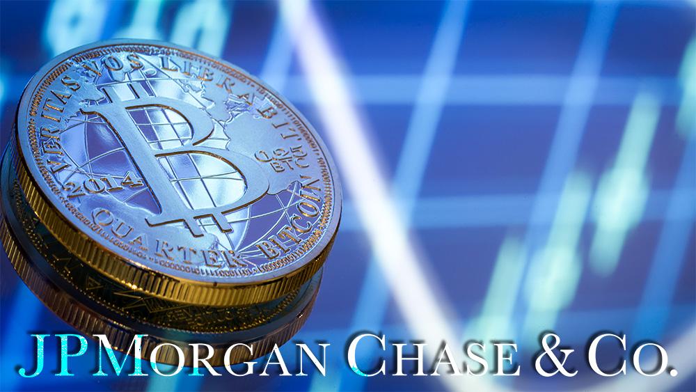 Logo de JP Morgan Chase frente a moneda de bitcoin sobre superficie con gráfico reflejado. Composición por CriptoNoticias. JP Morgan Chase / jpmorganchase.com; pvproductions / freepik.com.