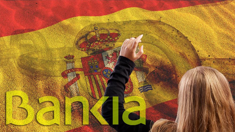 Logo de Bankia junto a mujer con mano levantada  con bandera de España y blockchain superpuestas sobre arena. Composición por CriptoNoticias. monkeybusiness / elements.envato.com; Wirestock / freepik.com; iLexx / elements.envato.com;  Bankia / bankia.es; leungchopan / elements.envato.com