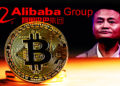 Moneda de Bitcoin con Jack Ma y logo de Alibaba Group en el fondo oscuro. Composición por CriptoNoticias. Alibaba Group / wikipedia.org; mothership / mothership.sg.com; stevanovicigor / elements.envato.com.