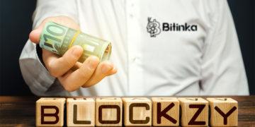 Logo de Blockzy en cubos de madera con hombre entregando billetes de euro con logo de Bitinka en camisa. Composición por CriptoNoticias. BitInka / bitinka.com; Blockzy / blockzy.com; twenty20photos / elements.envato.com.