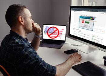 Hombre encuentra error para entrar en página de localBitcoins desde Estados Unidos. Composición por CriptoNoticias. Localbitcoins / localbitcoins.com; Clker-Free-Vector-Images / pixabay.com; freepik / freepik.com; GDJ / pixabay.com; arthurhidden / elements.envato.com.