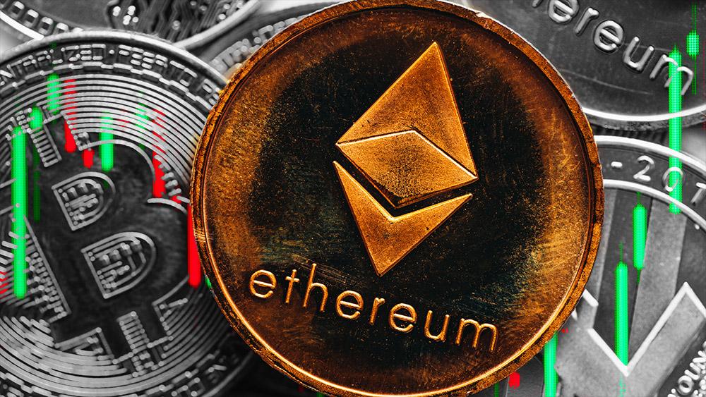Moneda de Ethereum con gráfico alcista sobre criptomonedas. Composición por CriptoNoticias. jcomp / freepik.com; stevanovicigor / elements.envato.com.