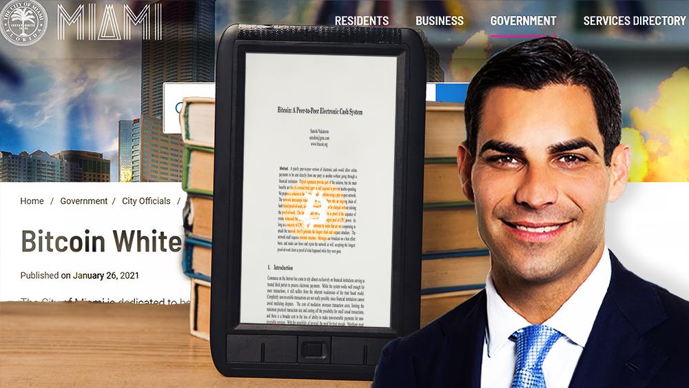 Alcalde Francis Suarez frente a mesa con libros y tablet con white paper de Bitcoin y página web del gobierno de Miami en el fondo. Composición por CriptoNoticias. Bitcoin / bitcoin.org; Ciudad de Miami / miamigov.com; Harvard / harvard.edu; LightFieldStudios / elements.envato.com.