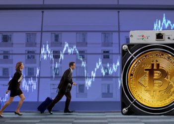 Empresarios corren hacia minero con moneda de bitcoin superpuesta y gráfico alcista en el fondo. Composición por CriptoNoticias. jcomp / freepik.com; ESchweitzer / elements.envato.com; feybk / piqsels.com; Mint_Images / elements.envato.com.