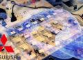 Logo de Mitsubishi junto a blockchain sobre cajas con componentes electrónicos. Composición por CriptoNoticias. iLexx / elements.envato.com; Mitsubishi Motors / mitsubishi-motors.com; Rawpixel / elements.envato.com