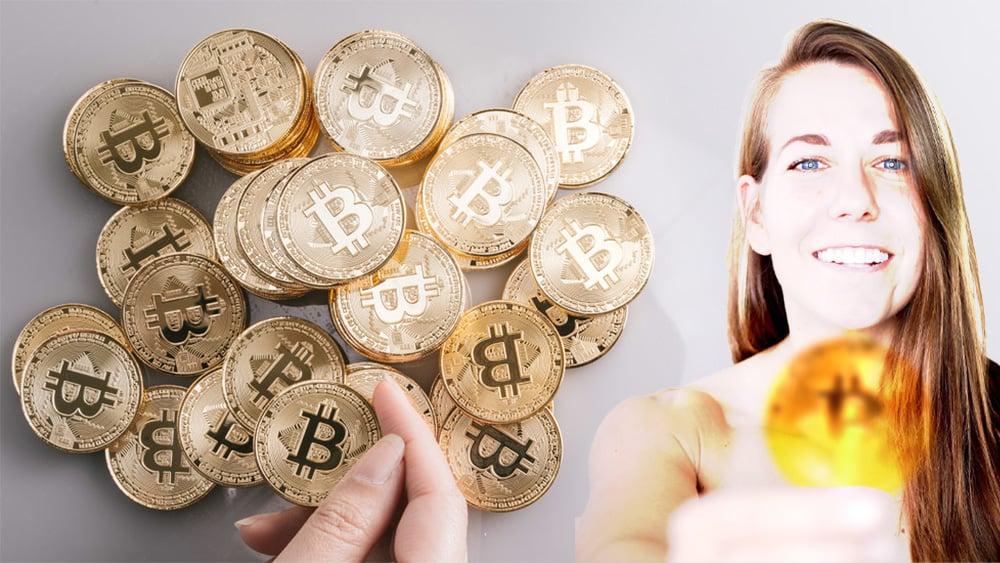 Ali Spangnola sosteniendo moneda de bitcoin difuminada junto a mano sosteniendo moneda de bitcoin. Composición por CriptoNoticias. Ali Spagnola / facebook.com; ESchweitzer / elements.envato.com; bitcointere / pxhere.com.