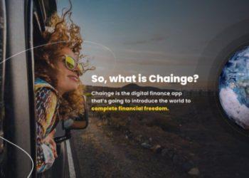 Mujer en un tren se pregunta qué es Chainge