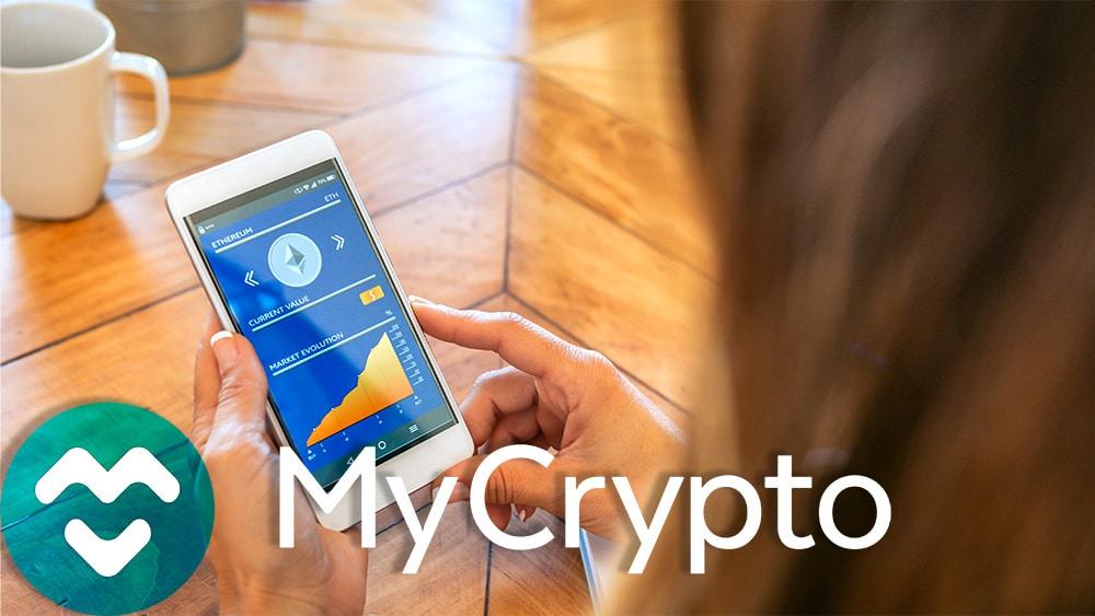 Logo de MyCrypto sobre mojer sosteniendo teléfono con monedero de ethereum. Composición por CriptoNoticias. My Crypto / mycrypto.com; davidpereiras / elements.envato.com.