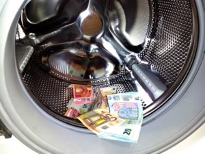 Lazarus obtiene euro dólar
