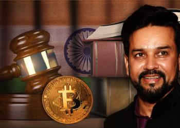 Anurag Thakur junto a moneda de Bitcoin en escritorio legal con bandera de la India en el fondo. Composición por CriptoNoticias.  LightFieldStudios / elements.envato.com; maxxyustas / elements.envato.com; twenty20photos / elements.envato.com; Ministry of Finance / wikipedia.org.
