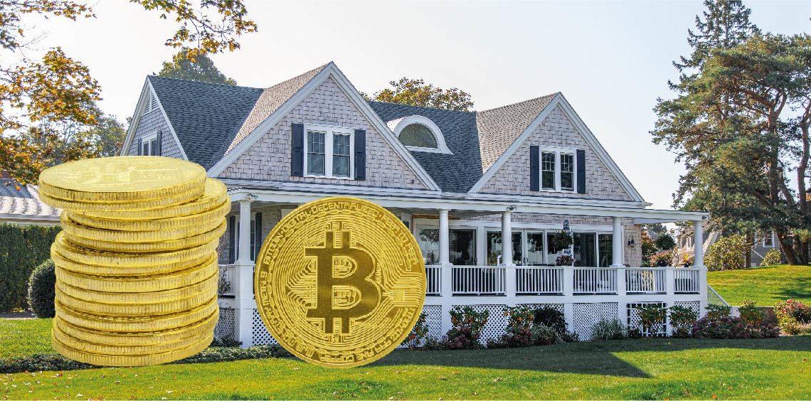 Casa soñada y pila de bitcoins. Composición por CriptoNoticias. Fuentes: Teddy / rawpixel.com ; todd kent /  unsplash.com