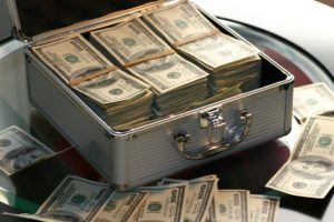 Carteles grandes cantidades dinero