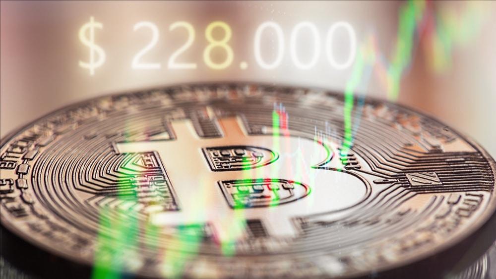 precio bitcoin USD 228000 predicción 2021
