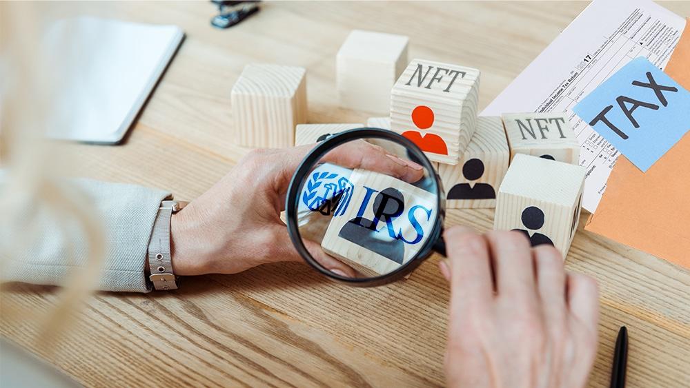 IRS Estados Unidos regulación NFT impuestos
