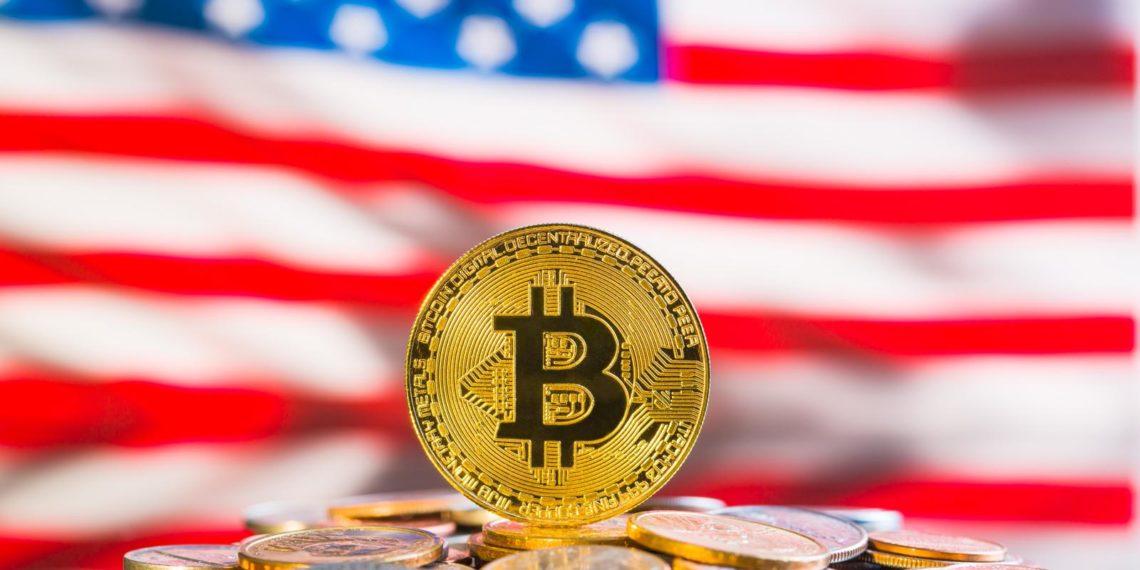 """""""La mayoría de estadounidenses está dispuesto a cambiarse a bancos y aseguradoras que usen bitcoin, señala encuesta"""". Fuente: jirkaejc / elements.evanto.com."""