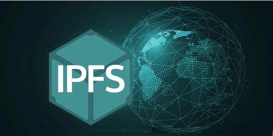 Siglas IPFS junto a mapa mundi interconectado en red.