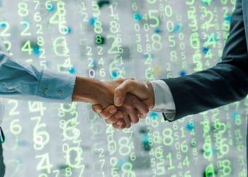 La compañía Temenos ofrece soluciones de software en más de 150 países.. Composición por CriptoNoticias Fuentes:  Johnstocker  /  elements.envato.com  ;  stokkete  /  elements.envato.com  ;   es.m.wikipedia.org .