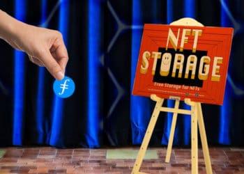 Atril con cartel de NFT Storage sobre escenario y mano de mujer con filecoin.