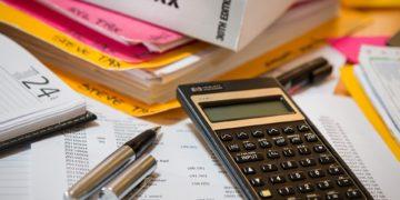 https://pixabay.com/es/photos/impuesto-sobre-la-renta-calculadora-4097292/