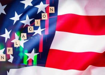 Bandera usa con letras de inflación y gráfico.