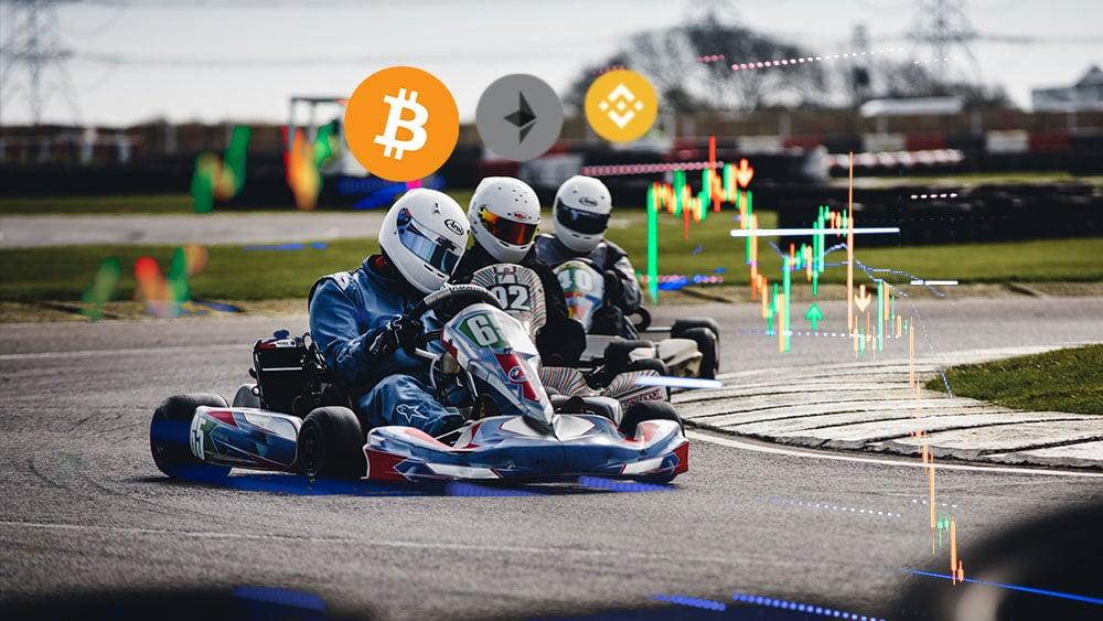 Kartings con bitcoin, ether, binance coin con gráfico bursátil en el ambiente.