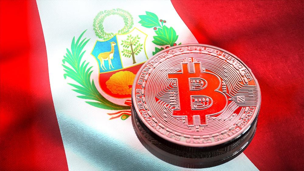 BItcoin y bandera de Perú.