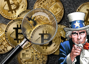 Bitcoins con tío sam y lupa.