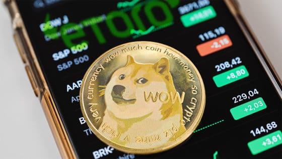 Dogecoin supera a Tether y Ripple en capitalización tras su inclusión en eToro