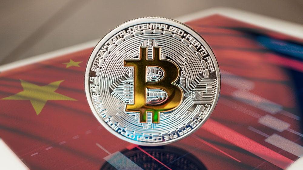 Bitcoin con bandera de china y gráfico.