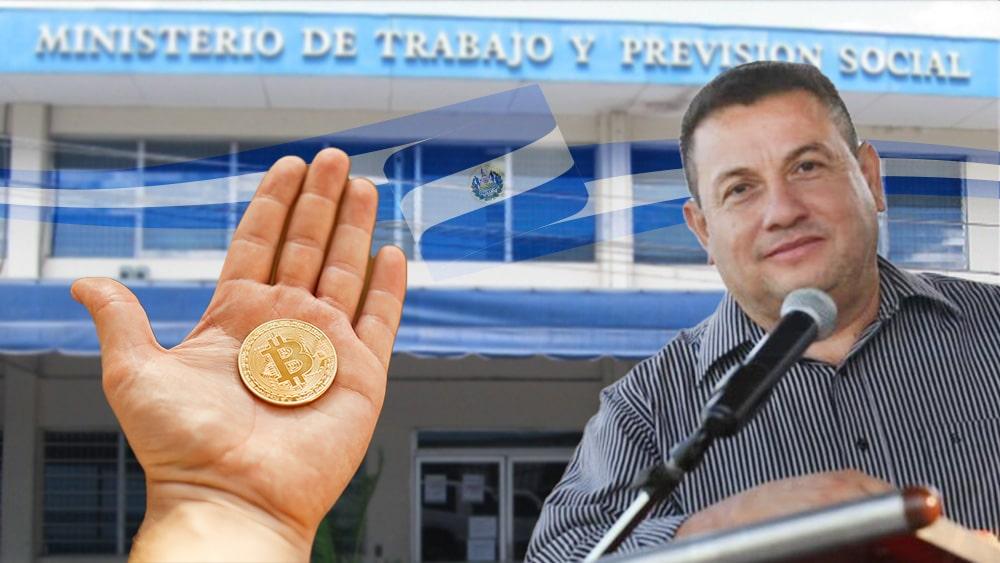 Ministro de trabajo El Salvador con bitcoin y ministerio al fondo.