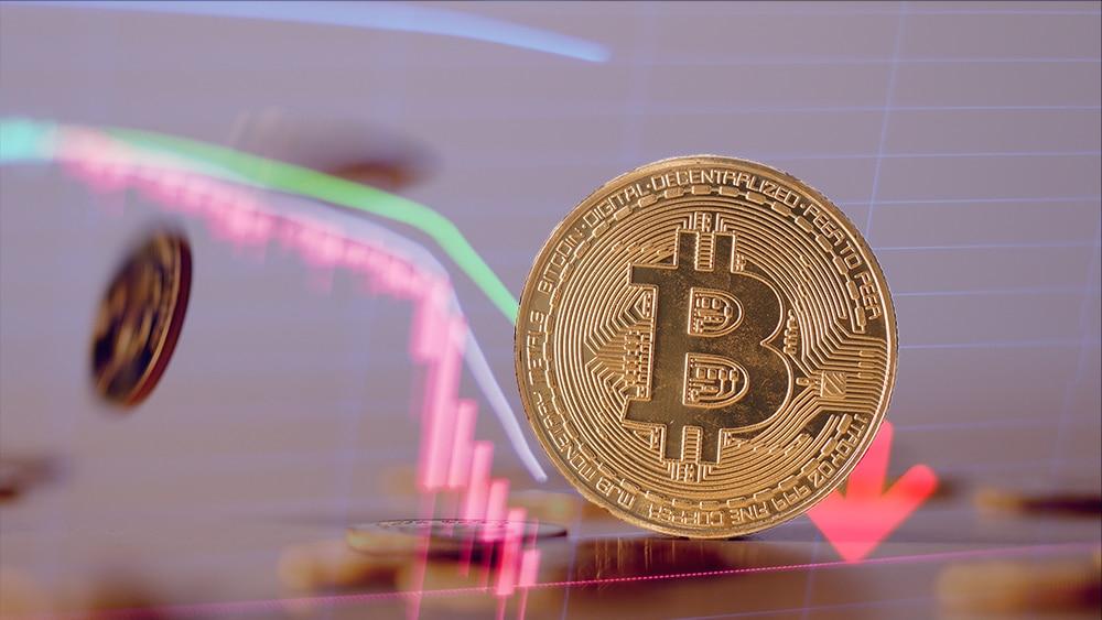 Bitcoin con gráfico de baja.