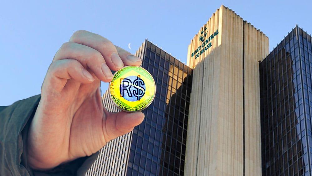 Banco dentral de Brasil en el fondo y mano sosteniendo representación de real brasileño digital.